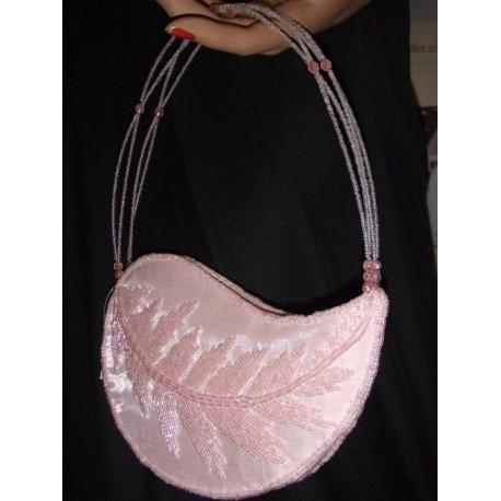 pochette-rose-pale-en-organza-et-perles