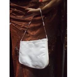Pochette blanc perlé de chez Emmerling