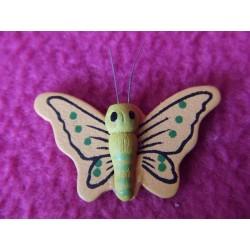 1-petit-papillon-en-bois-peint-jaune-et-peche