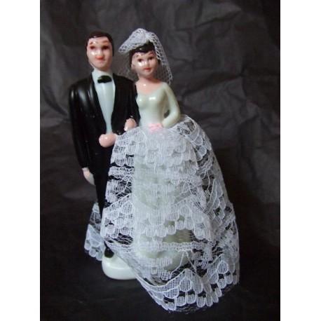 figurine-de-maries-en-plastique-noir-et-blanc-dentelle