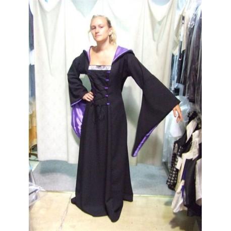 robe-medievale-noire-et-violette-a-galon-ivoire-avec-lacets