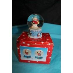 Boule de neige bonhomme de neige et cadeau 4.2 cm