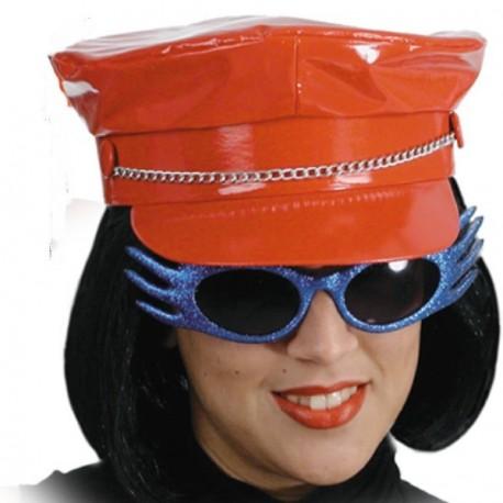casquette-vinyle-rouge-avec-chaine-biker-ou-personnage-macho