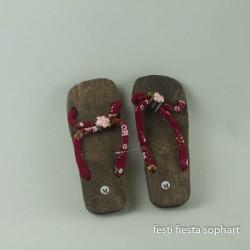 sandalettes-hawaiennes-ou-japonaises-semelles-en-bois-liens-en-t
