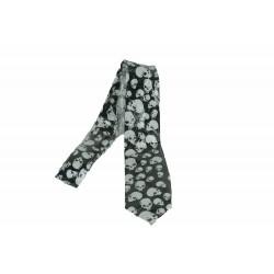 cravate-a-nouer-satin-noir-tetes-de-mort-blanches