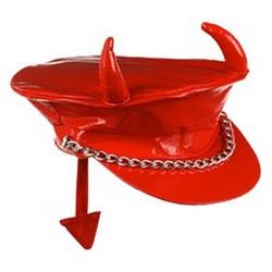 casquette-rouge-en-vinyle-avec-cornes-et-queue-de-diable
