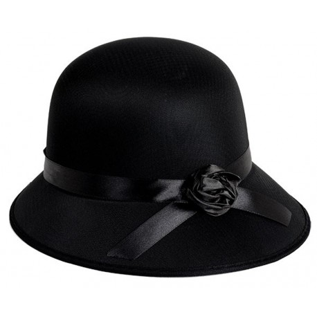 chapeau-annees-1920-type-cloche-rose-tendre