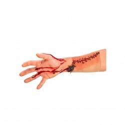 Cicatrice avec une blatte cette plaie est sur une peau synthétique comme un voile
