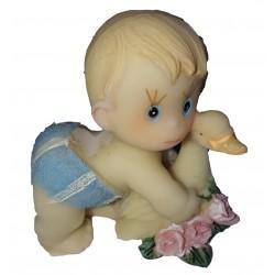 Figurine miniature1 bébé garçon faisant un calin avec un cygne