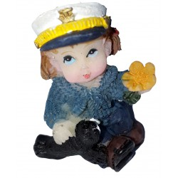Figurine miniature 1 fillette habillée en marin jouant avec un phoque ou otarie
