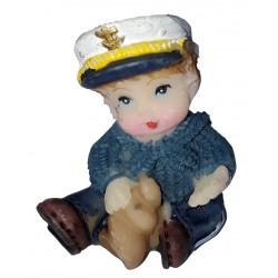 Figurine miniature 1 garçon habillé en marin jouant avec un coquillage