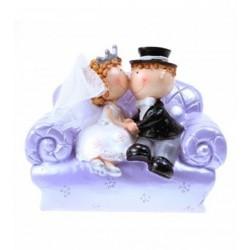 figurine-mariage-couple-de-maries-sur-canape-tirelire