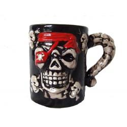 Mug pirate têtes de mort avec bandeau rouge motifs en relief