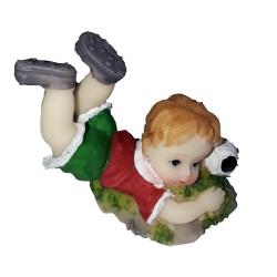 Figurine miniature 1 petit garçon footballeur maillot rouge short vert