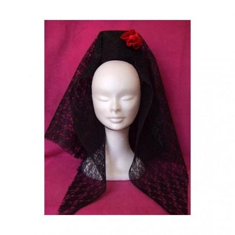 Mantille en dentelle noire avec fleur en satin rouge