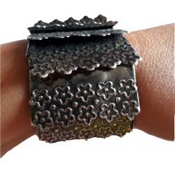 bracelet-couleur-cuivre-articule-monte-sur-large-elastique