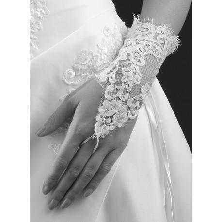Mitaines mi longues en dentelle de Calais blanche 22 centimètre accessoire pour la mariée