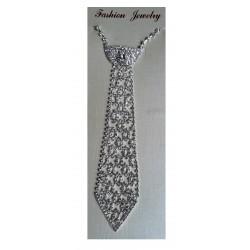 collier-cravate-en-strass-sur-fond-argent