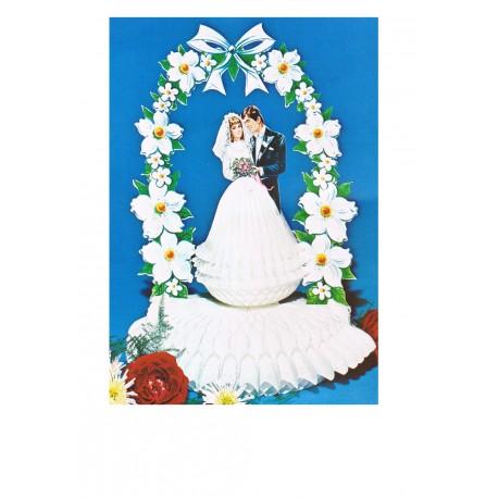 Couple de mariés en papier alvéolé sous une arche de fleurs