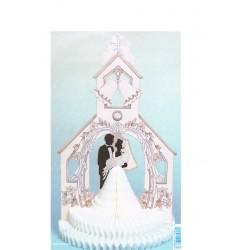 couple-de-maries-en-papier-alveole-dans-une-eglise
