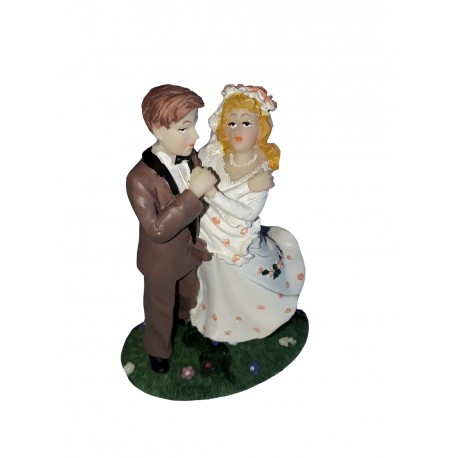 Figurine mariage Couple de mariés dansant dans l'herbe verte costume marron