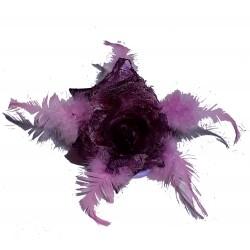 Fleur violet et rose en satin, dentelle et plumes, avec broche et élastique pour la maintenir