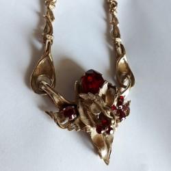 Parure dorée, collier et boucle d'oreilles clips avec cristal rouge