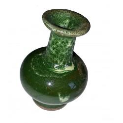 Figurine miniature taraillette en céramique emaillée en vert empire vase