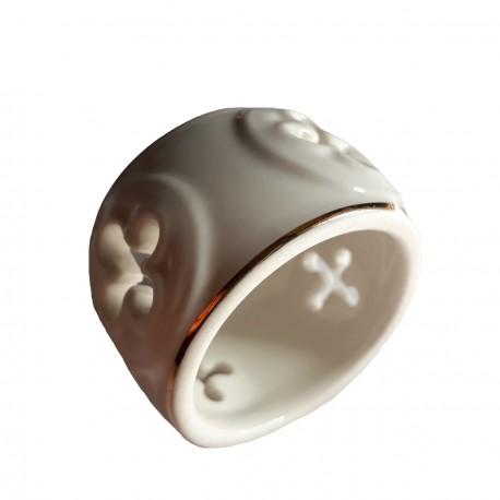 Vase hexagonal Figurine miniature taraillette en porcelaine émaillée blanche et couleur