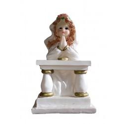 Figurine de communiante à genoux priant